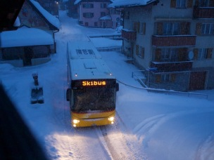 Full load of eager snow artists on the way to Flims, Lax, Falera skiing area - free service for skiers!